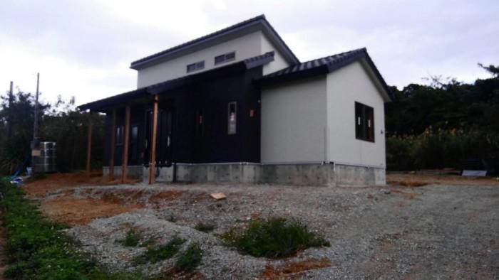 高台に建つ木造住宅1