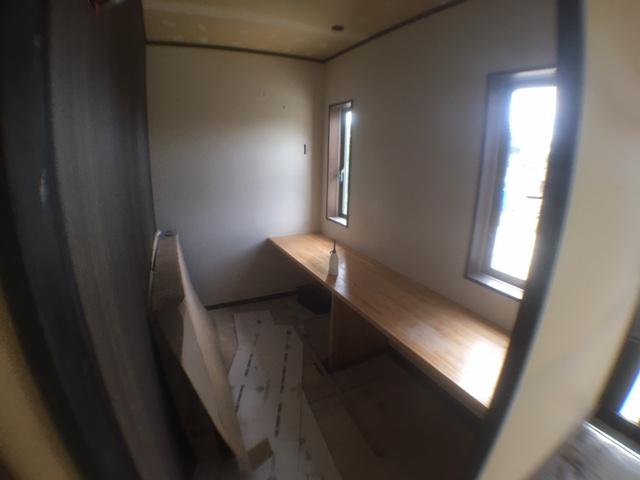高台に建つ木造住宅